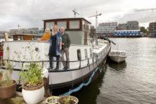 Lichte woonboot biedt rust en vrijheid