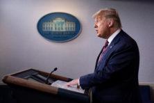 Amerika wacht, terwijl Trump zonder bewijs klaagt over fraude