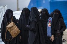 IS-moeders verachten Nederland, maar zitten er graag hun straf uit