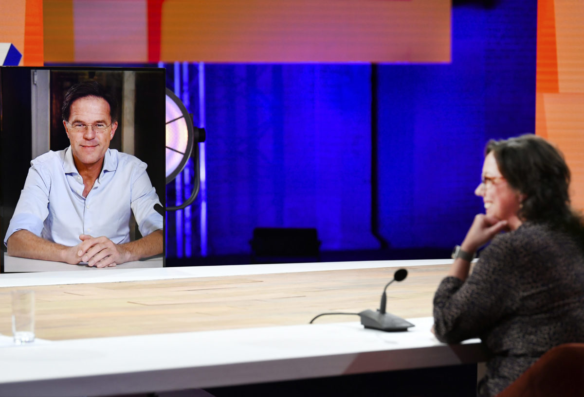 Rutte op online VVD-congres