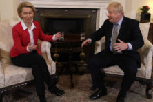 Brexit: Ursula en Boris gaan dineren. Wie verleidt wie?