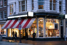 Schrijvers tegen Mark Rutte: open de boekhandels