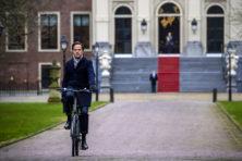 Vastberaden kondigde Rutte val kabinet aan