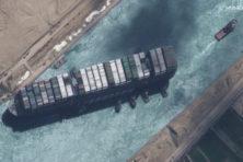 Boskalis en Smit maken reputatie waar bij redding in Suezkanaal