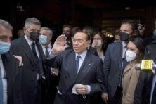 Hallo, daar zijn we weer! Berlusconi terug van weggeweest