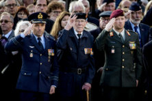 De Nederlandse gêne voor het uniform