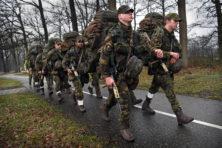 Schaamteloos meeliften met de NAVO kan Nederland duur komen te staan