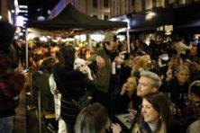 Brits bacchanaal schril contrast met Nederlandse ambtelijke treurnis
