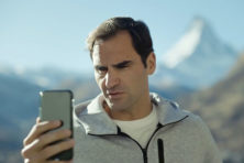 Spotje vol zelfspot enthousiast onthaald door Zwitsers