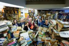 Hoe wij boekenwurmen een Haags antiquariaat van de ondergang redden