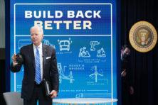 Dreigend binnenlands onheil is voor Biden belangrijker dan Afghanistan