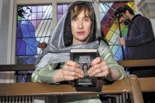Jezus als wereldkampioen zwerkbal in idiote theatervoorstelling